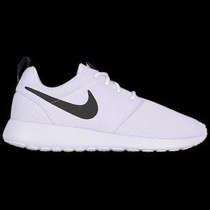 Nike Women's Roshe One Black and White 8.5 New